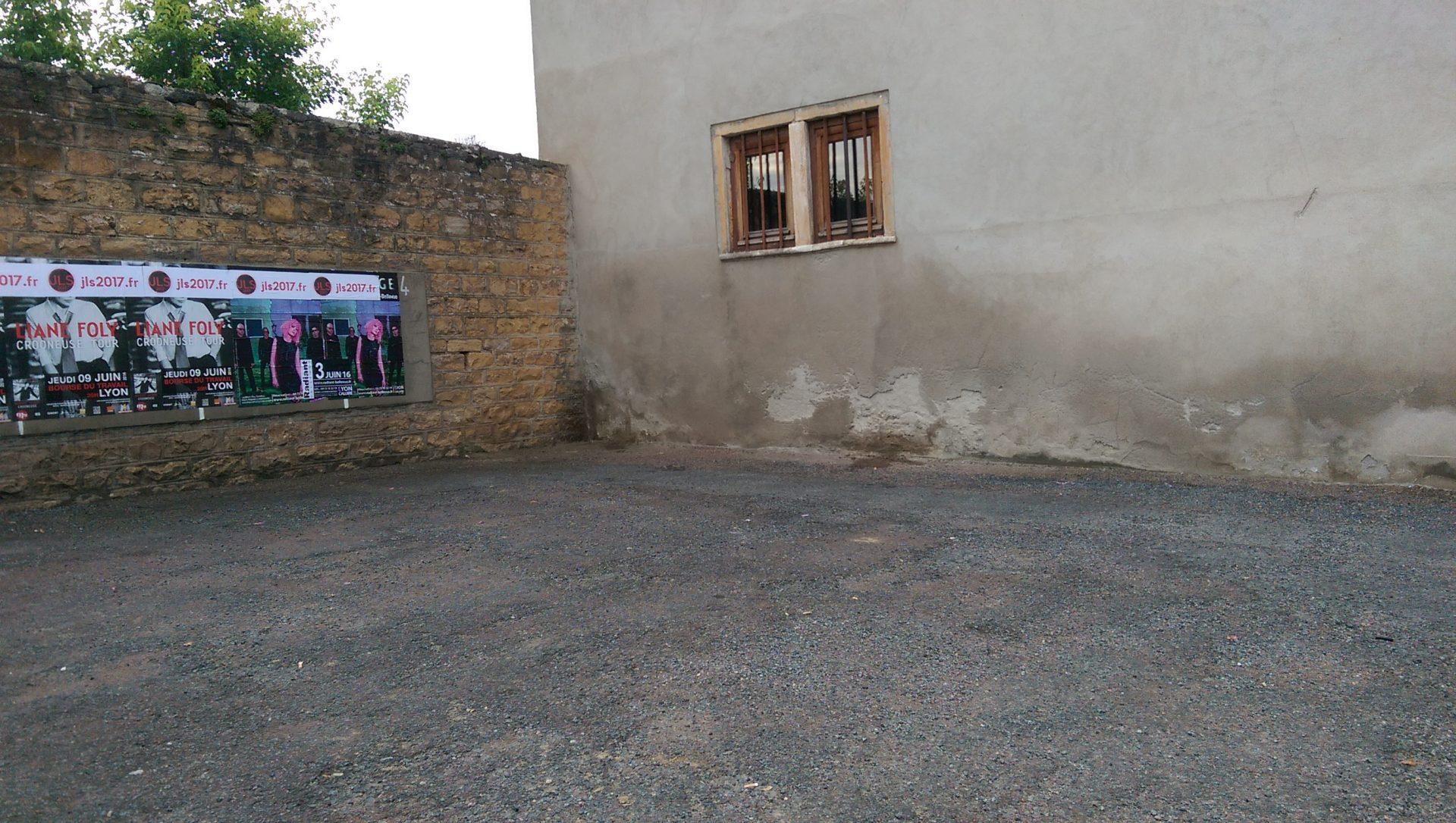 L'été, entre violence conjugale et burkini - Crédit photo izart.fr