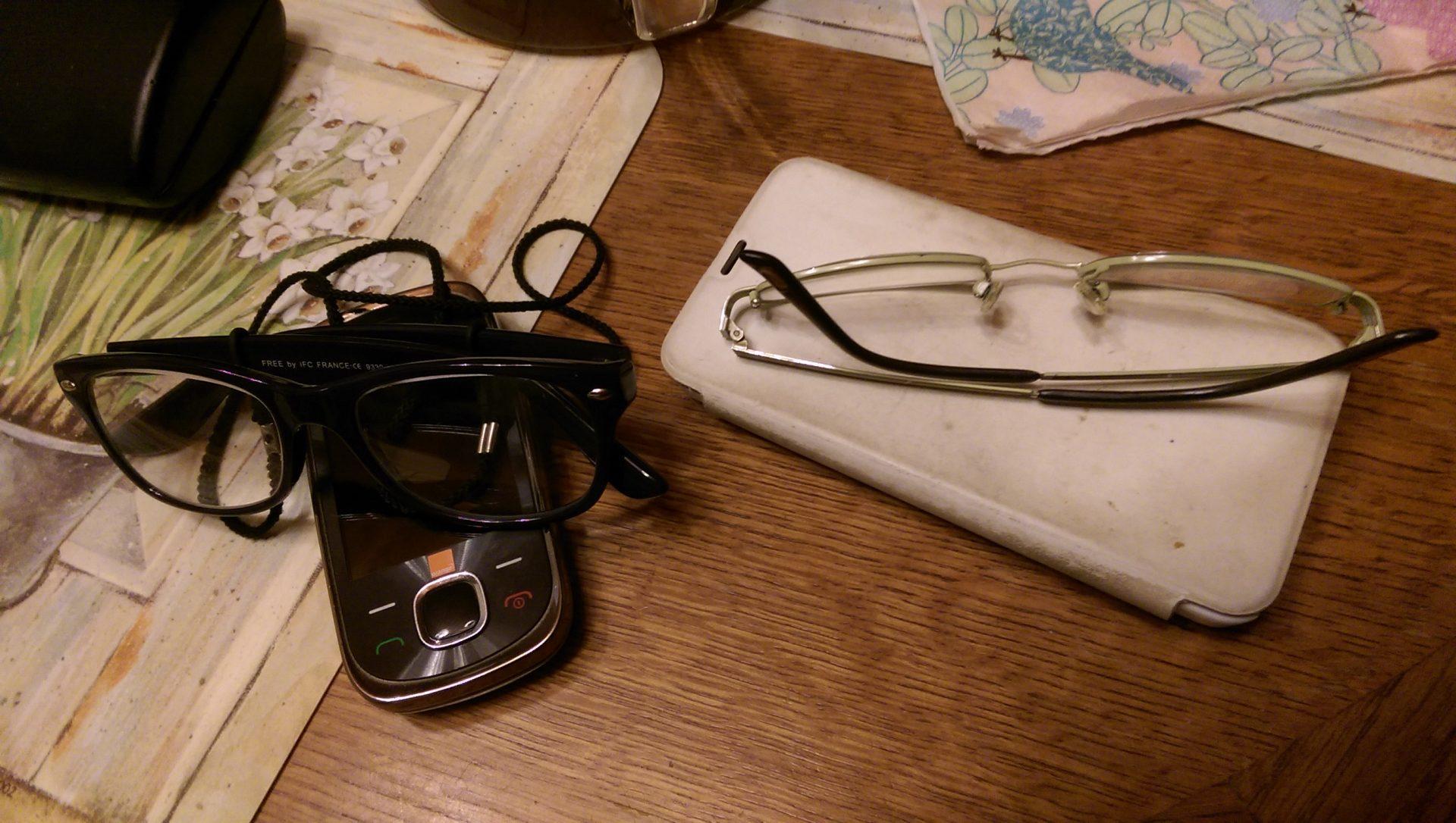 Nos lunettes et leurs smartphones - Crédit photo izart.fr