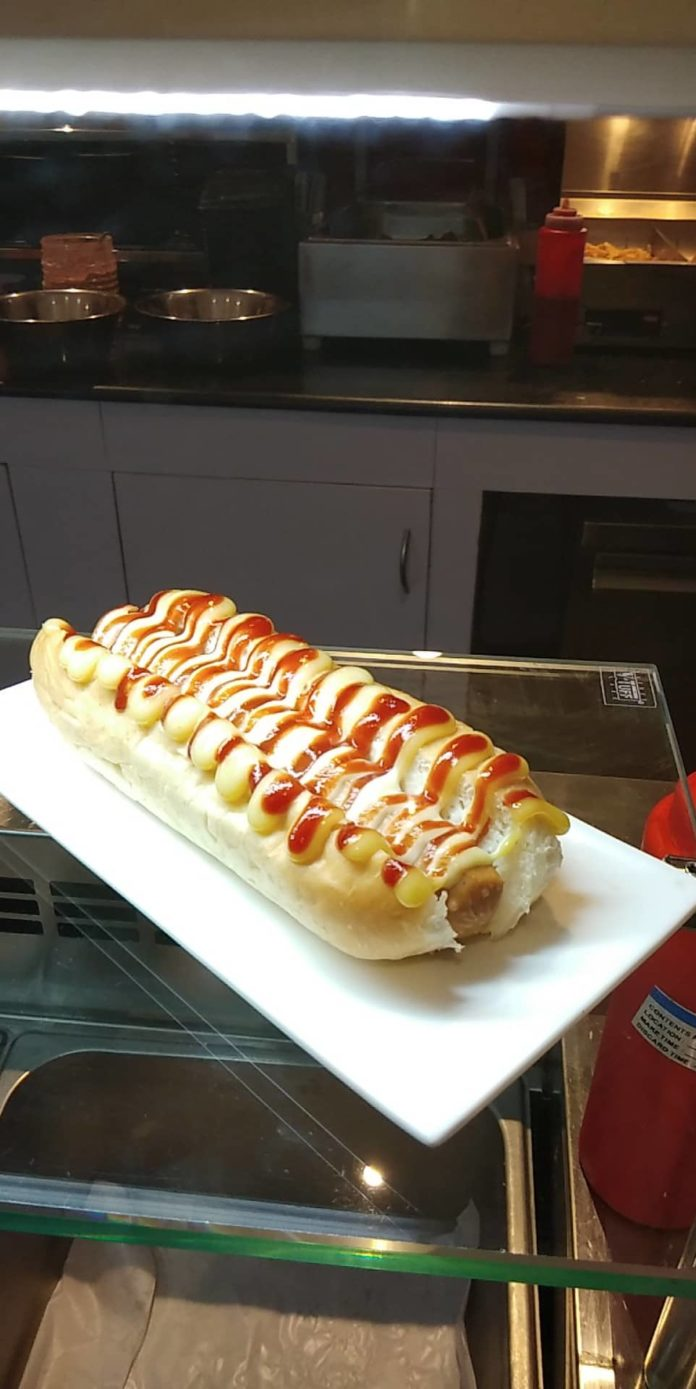 French hot-dog ou matelas et sommier - Crédit photo izart.fr